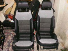přední obyčejné sedačky z Octavia 2 upravené do tvaru RS