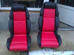 Předni sedačky z Nissanu 300ZX